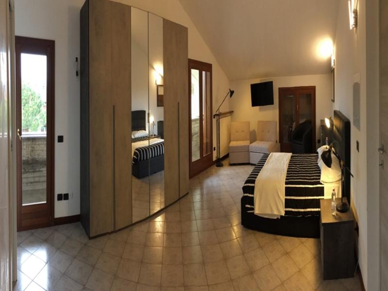 Apartment Black 22, open space, bagno privato con vasca idromassaggio