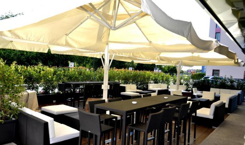 Lounge Bar - Dehor