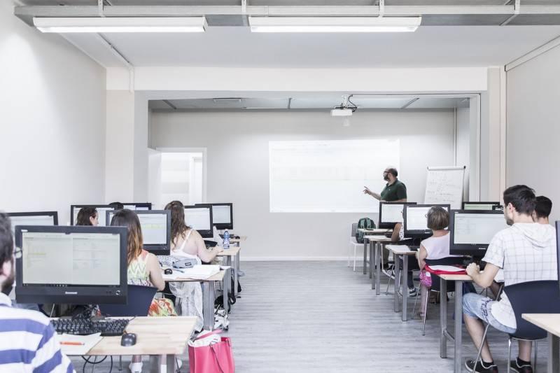 Aula informatica con corso